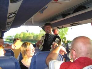 Unterhaltung im Bus