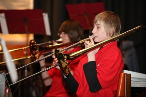 Die Jugendgruppe eröffnet das Konzert